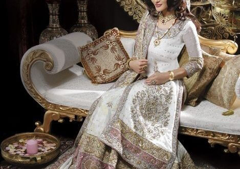 What Should Western Guests Wear to an Asian Wedding